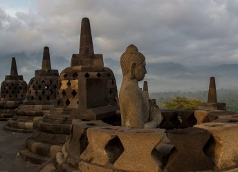 8r2a2309 buddhist temple borobodur central java indonesia
